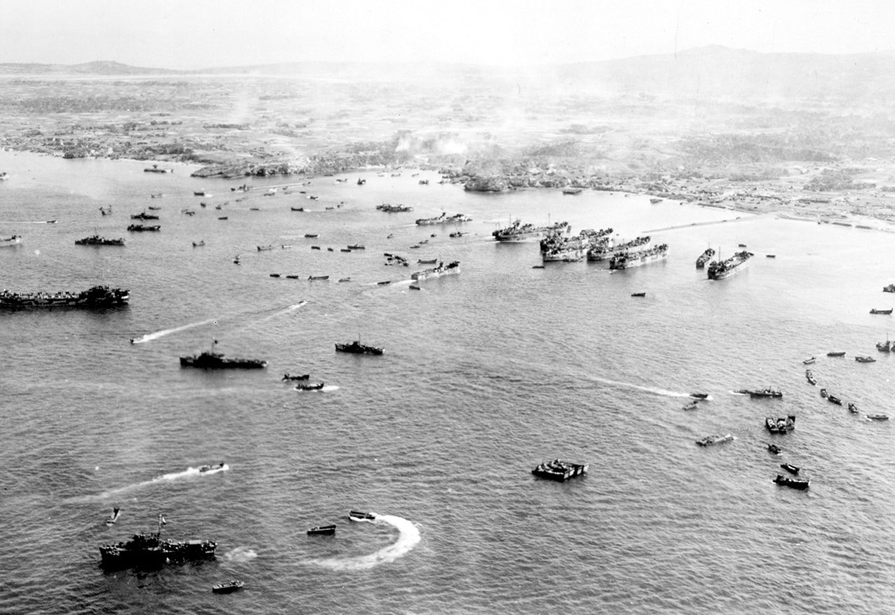 American troops making their incursion into the main island of Okinawa on April 1st, 1945 ©Naha City Museum of History